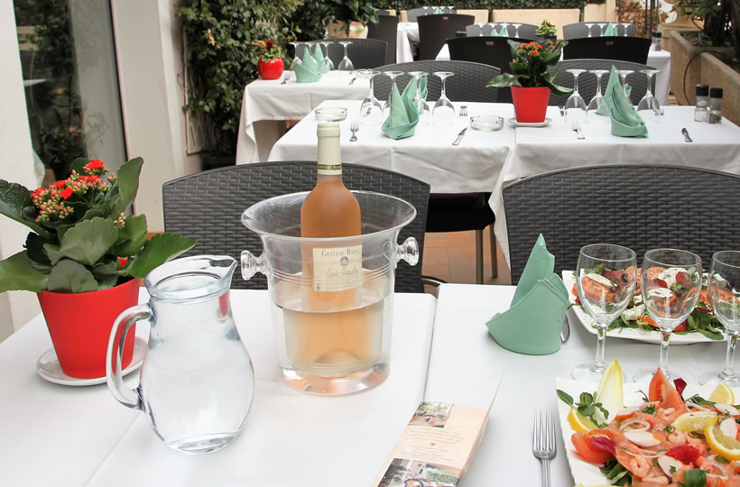 Restaurant les Selves à Carros - Terrasse